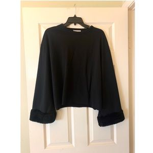 Zara - Black sweater with wide furry sleeves